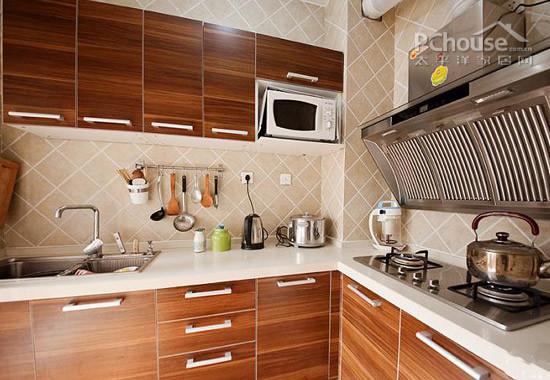 自己装修厨房要特别注意插座,水电的处理,通过仪器来测量水压,地面做