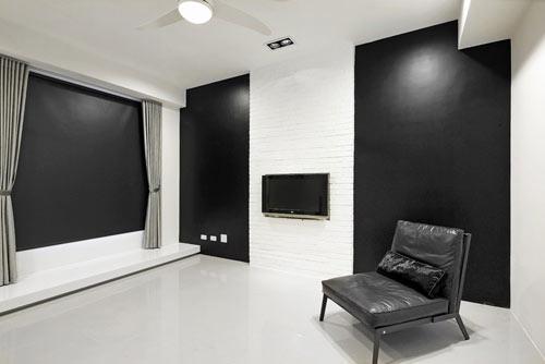 编辑点评:卧室拉下窗上遮帘,大面积的黑白色块营造出封闭式二次元