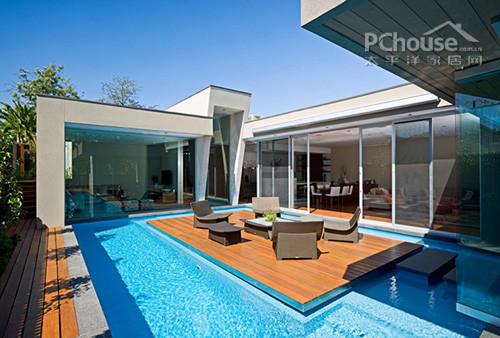 玻璃當墻采光極佳 綠色別墅活力設計