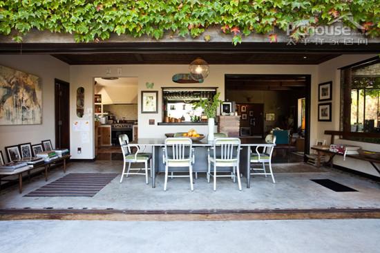 设计重点:开放式餐厅     编辑点评:半庭院式的开放式餐厅紧接