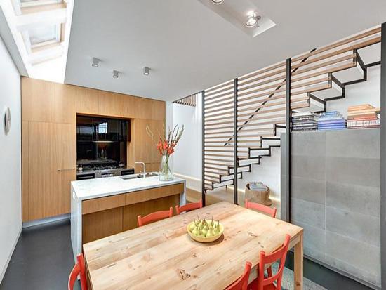 采光同时也方便欣赏室外风景;客厅就像置身于一个巨型的长方形盒子里