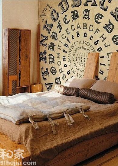 床头背景墙也越来越受关注,如果室内风格复古,那么不妨学图中的手绘