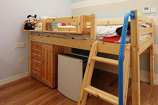儿童卧室装修效果图欣赏7   小朋友很爱楼梯床,而且新装修的房子