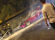5月9日23点,南雷路交通银行对面,马六车起火