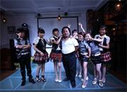 河南郑州童话主题餐厅服务员平均高1.32米