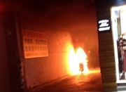 弄堂里的电瓶车着火了