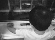 2岁温州男孩数公交不肯睡 公交爷爷登门送礼物