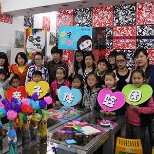 【亲子体验团NO.2】画吧创意美术培训基地  带你制作瓶子画