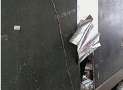 杭州一报刊亭8天两次遭遇贼 背部铁板被掀开