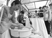 一群年轻手艺人互换技能 多肉种植、烘焙受热捧