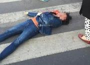 青岛女子闯红灯被交通志愿者抡锤砸头