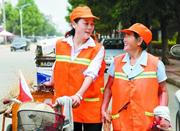 大学生假期陪养母扫马路 除夕春节未曾间断