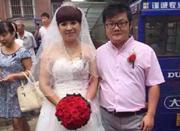 网传徐州90后娶52岁新娘 女方经营珠宝新郎为其员工