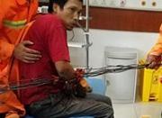 宁波余姚工地发生事故 六根钢筋齐穿工人手臂