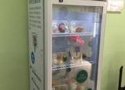 """上海首个""""分享冰箱""""亮相:富余食品免费供给贫困者"""