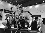 塑博会在余姚开幕 碳纤维制成的自行车才3斤重