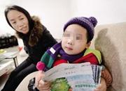 男孩被父亲放幼儿园10个月:快记不清妈妈的样子了