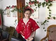宁波拄拐杖的剪纸艺人 醉心剪纸结缘数十年