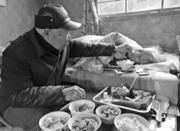 82岁余姚老人照料瘫痪妻子58年 最担心