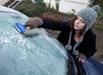 冬天车窗结冰怎么处理