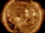 NASA公布最新照片:太阳面带笑容 五官清晰