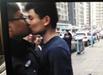 男子阻碍执法强吻城管两次