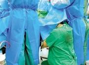 7个月身孕护士跪地托举胎头半小时 术后累瘫地上