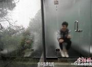 """湖南""""透明厕所""""引游人参观:男女厕仅隔一面玻璃"""