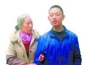 儿子出车祸变植物人 35岁妈妈一月后白发苍苍