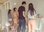某高校女生上厕所站着上?好像解锁了某种新姿势...