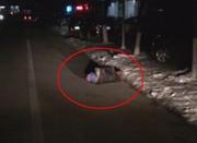 东北一小伙夜里救人怕被讹 全程手机录像