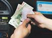 出租车司机撕钱角换假币