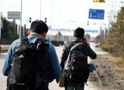 大学生徒步26小时回老家:人生要有说走就走的旅行