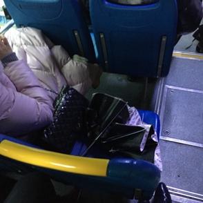 公交车上 这种行为实在是...