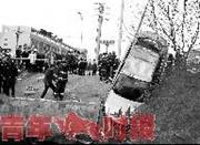 宁波一辆轿车冲入水塘 驾驶员不幸溺亡