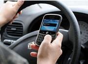 莫存侥幸心理 开车看手机三秒钟就可能车毁人亡