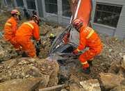 余姚一工地下午塌方 正在干活的挖掘机司机被埋
